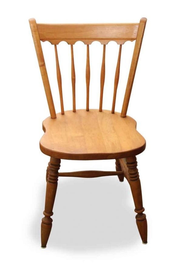 Traditional Dining Spoke Back Chair with Scalloped Top