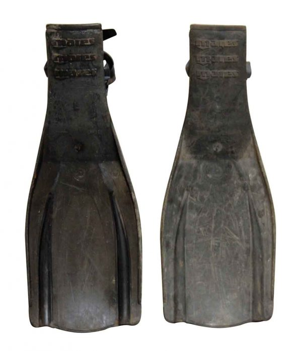 Pair of Mares Flippers