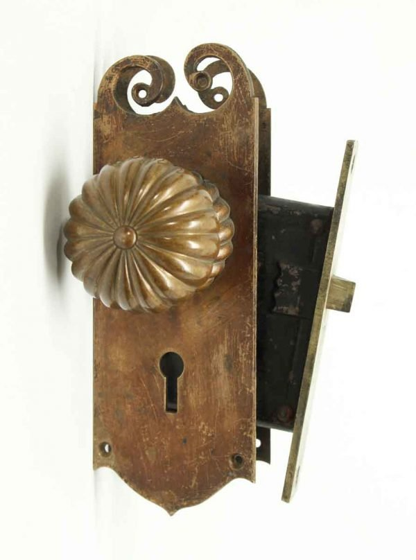 Fluted Knob Set with Matching Plates